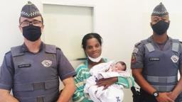 Policiais militares salvam bebê engasgada com leite em Ribeirão