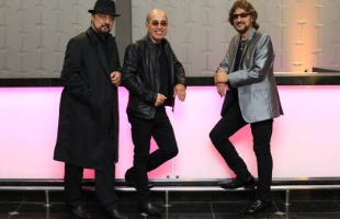 Reprodução / Facebook - Espetáculo Bee Gees Alive, visto por 900 mil pessoas, será apresentado no Theatro Pedro II