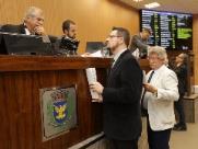 Névio: Gratti e Bernardelli trocam farpas durante sessão