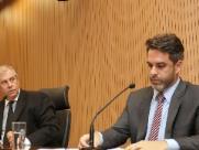 Hossri discute com público e Bernardelli durante sessão