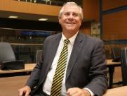 Após polêmicas, Bernardelli afaga servidores da Câmara