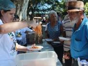 Tradicional Boi Falô em Barão distribui macarrão com anchova