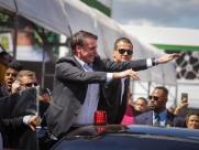 """Bolsonaro diz estar """"cumprindo o que prometeu durante a campanha"""""""