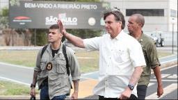 Candidatos Bolsonaristas veem de longe passagem do presidente