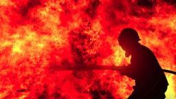 Incêndio destrói casa e moradora aponta ex-companheiro como autor
