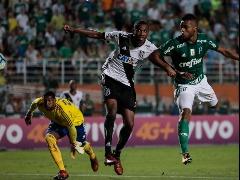 Borja superou o zagueiro da Ponte para marcar o segundo gol do Palmeiras no jogo - Foto: Folha Imagem