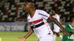 Jeferson anota 3 gols e dá sobrevida ao Botafogo na Série B