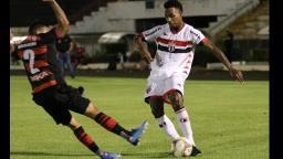 Botafogo empata em casa com o lanterna da Série B