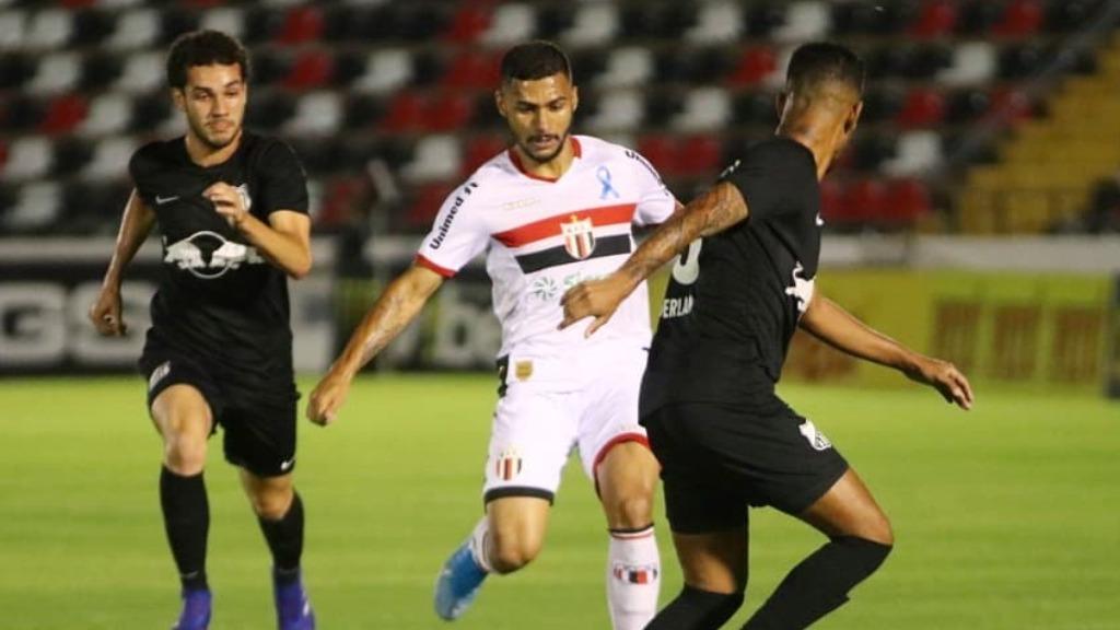 Com um a menos, o Botafogo buscou o empate, mas Bragantino marcou no último minuto (Foto: reprodução/Instagram-Botafogo - Foto: divulgação