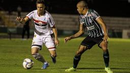 Botafogo perde em casa para o Coritiba e se complica na Série B