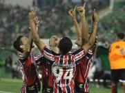 Botafogo vence o Guarani em Campinas e cola no G-4