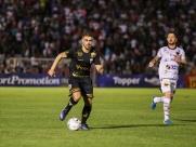 Lateral Lucas Mendes renova contrato até o final de 2019
