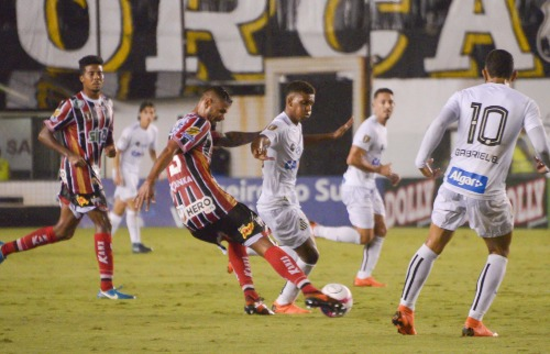 Anderson Lira/Futura Press/Folhapress - Lance durante a partida entre Santos e Botafogo, realizada nesta quarta-feira (21)