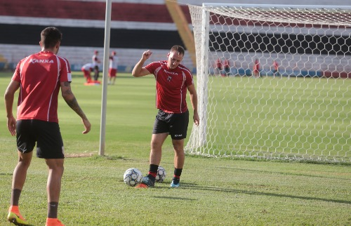 Matheus Urenha / A Cidade - Estreia: Zagueiro Gilberto terá 1ª chance na vaga do lesionado Plínio (foto: Matheus Urenha / A Cidade)