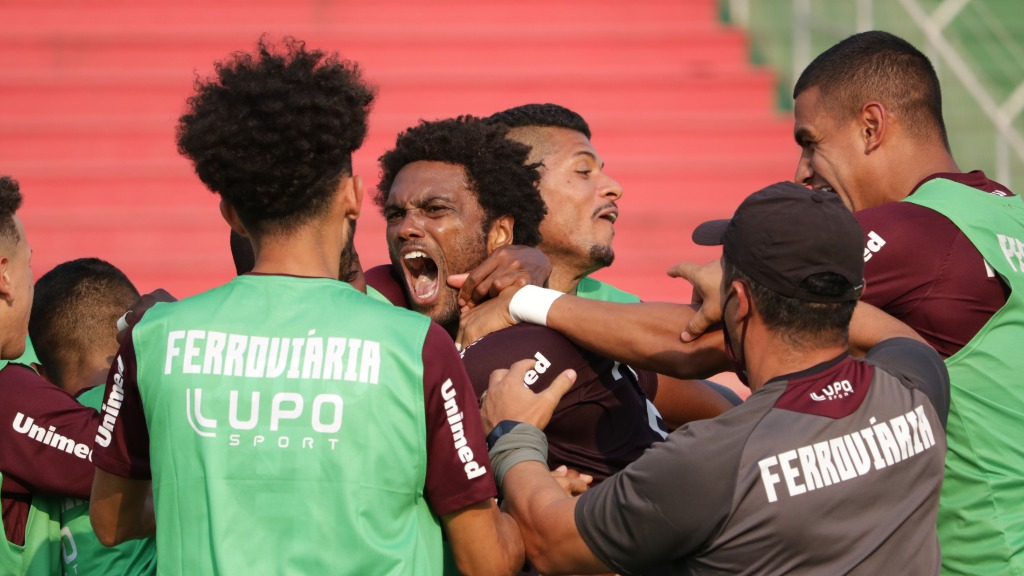 Bruno Mezenga marcou duas vezes ainda no primeiro tempo (Foto: Divulgação) - Foto: Divulgação