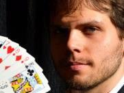 Caio Ferreira traz show de ilusionismo gratuito no Sesc