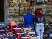 Frio 'atrasa' movimento no Calçadão na véspera do Dia dos Pais