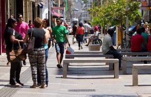 Weber Sian / A Cidade - População critica, mas cobra cuidado maior com o Calçadão na região central da cidade