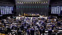 Deputado propõe cortar as mãos de políticos condenados