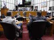 Vereadores de Ribeirão estudam emendas para projeto das OS da Educação