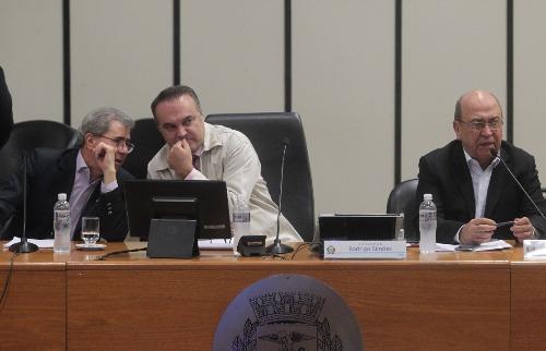 Matheus Urenha / A Cidade - Nicanor Lopes (à esquerda) e Manoel Gonçalves (direita) foram ouvidos ontem na Câmara