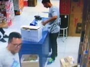 Bandidos rendem funcionários e roubam loja no Centro