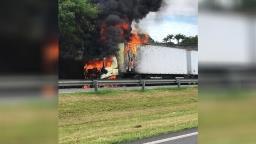 Caminhão pega fogo e provoca interdição do anel viário em Campinas