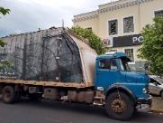 Quadrilha faz caminhoneiro refém e rouba carga de eletrodomésticos