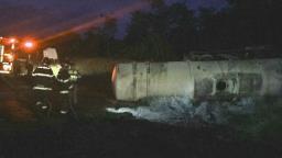 Caminhão carregado com combustível tomba na Washington Luís