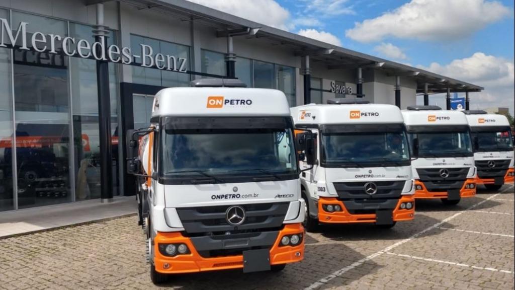 caminhões Mercedes-Benz Atego 3030 8x2 e Actros 2546 6x2 da OnPetro: divulgação - Foto: Auto ON