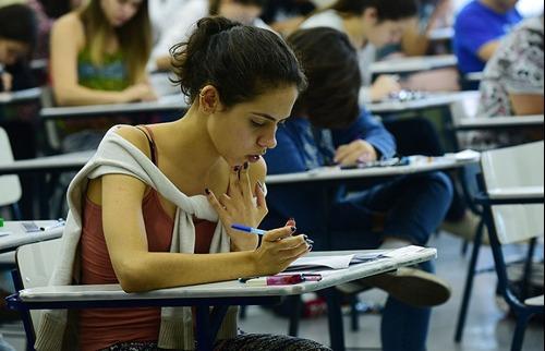Estudante faz prova do vestibular Unicamp - Foto: Antonio Scarpinetti/SEC-Unicamp