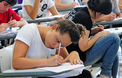 Candidata durante a primeira fase do Vestibular Unicamp 2019 - Foto: Divulgação/Unicamp