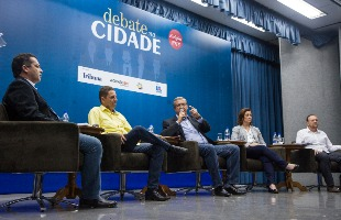 Tribuna Araraquara - Candidatos debateram propostas no auditório da Uniara (Amanda Rocha/Tribuna)