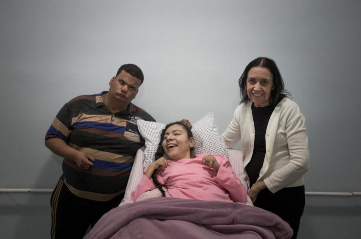 Thiago e Elaine são, para Sônia, dois grandes exemplos de superação dentro do Cantinho do Céu (Foto: Weber Sian / A Cidade)