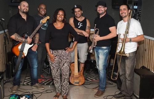 Tribuna Araraquara - Cantora Dani Gregório começou a carreira na música gospel ainda criança (Foto: Divulgação)