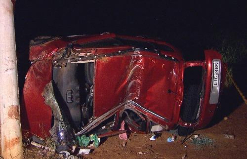 Carro ficou destruído em acidente na zona Leste de Ribeirão (Imagens / EPTV) - Foto: EPTV