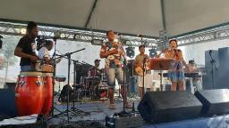 Regina Dias e Banda Babilônia agitam carnaval na FESC