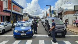 Lojistas de carros usados de São Carlos protestam contra aumento no ICMS