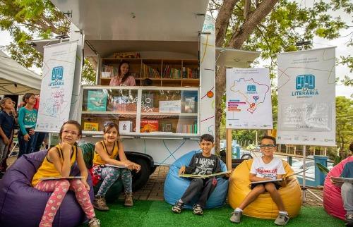 equipamento móvel terá acervo com 500 livros e passará por diversos locais da cidade (Foto: Divulgação). - Foto: Divulgação