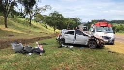 Capotagem na SP-255 deixa duas pessoas feridas em Araraquara