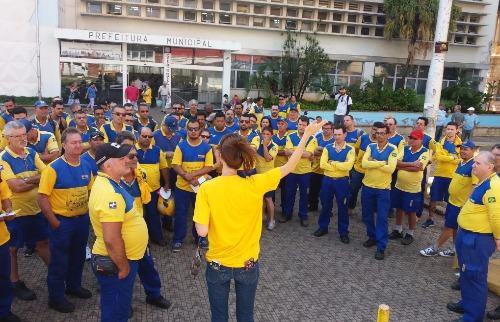 ACidade ON - Araraquara - Carteiros reunidos em frente ao Paço Municipal (Willian Oliveira/ACidadeON/Araraquara)