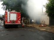 Casa pega fogo no Jardim Água Branca