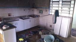 Casa pega fogo durante a madrugada no Bonfim