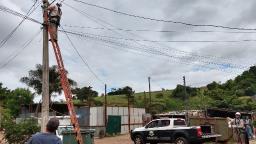 """Polícia prende três comerciantes por """"gato"""" de energia elétrica"""