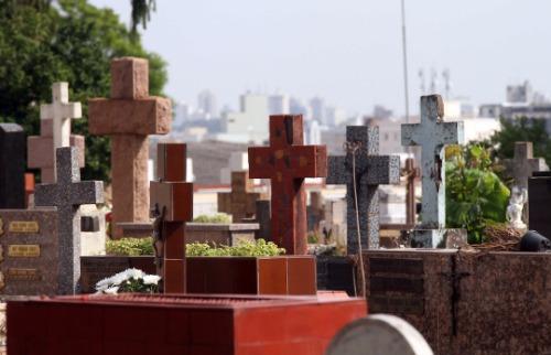 Cemitérios vão ter taxas a partir de março de 2018. Crédito: Denny Cesare/Código19 - Foto: Crédito: Denny Cesare/Código19