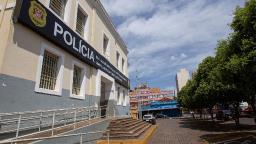 Vigilante é preso acusado de atacar enteado com martelo em Ribeirão