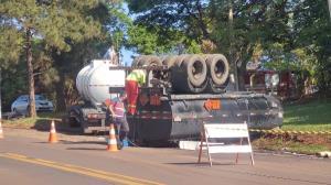 Caminhão carregado com diesel tomba em vicinal de Araraquara