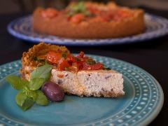 Cheesecake de azeitonas pretas e cobertura de tomate confit - Foto: Weber Sian / A Cidade