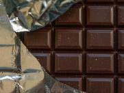 Homem é preso por furto de 5 barras de chocolate em loja