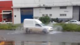 Chuva causa pontos de alagamento em Ribeirão Preto